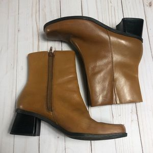 Tan Leather Naturalizer Boots. Size 8.5
